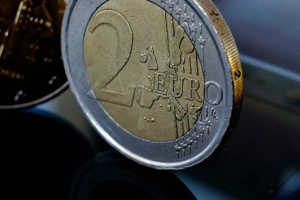 stojící mince